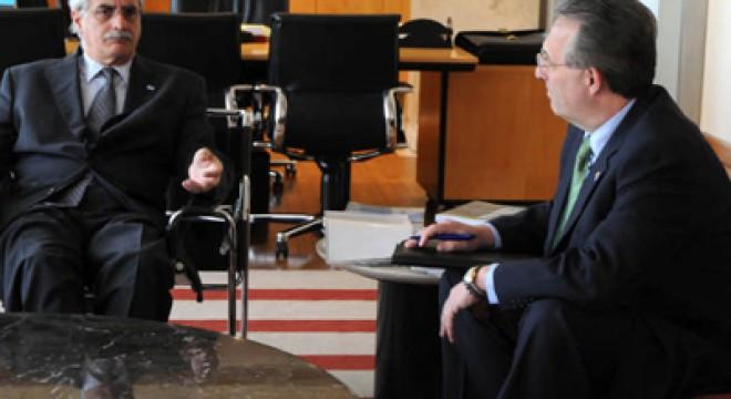 El ex canciller Jorge Taiana con el ex embajador norteamericano Anthony Wayne.
