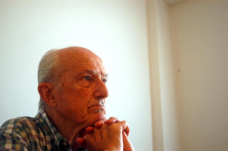 Aldo Neri (19 de octubre de 1930) es un médico y político argentino que se desempeñó como Ministro de Salud y Bienestar Social de su país durante la ... - 527126e346eed