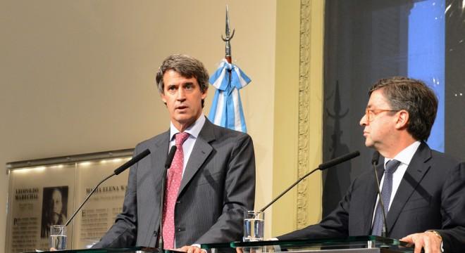 Alfonso Prat Gay y el presidente del BID, Luis Alberto Moreno