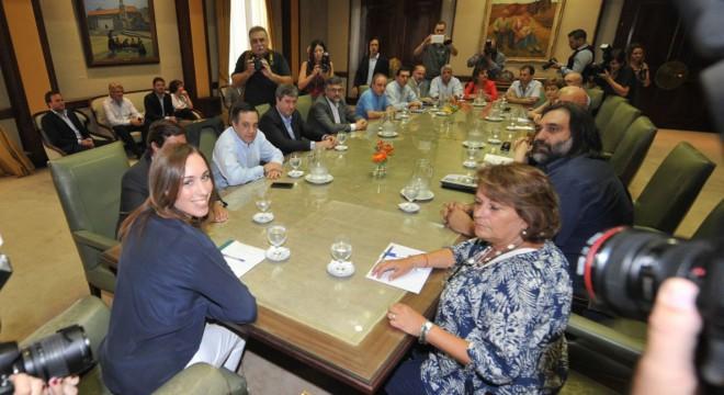 María Eugenia Vidal junto a los gremios docentes.
