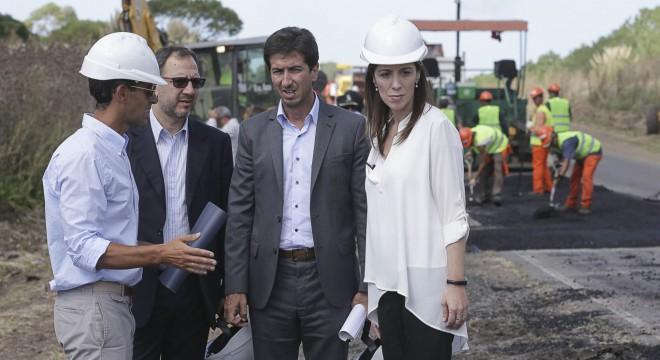 Fabián Perechodnik, Edgardo Cenzon y María Eugenia Vidal en una recorrida por la ruta 88.
