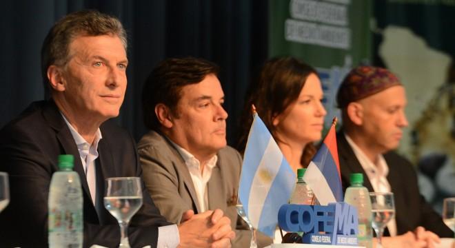 Macri junto a sus ministros Sergio Bergman y Carolina Stanley.