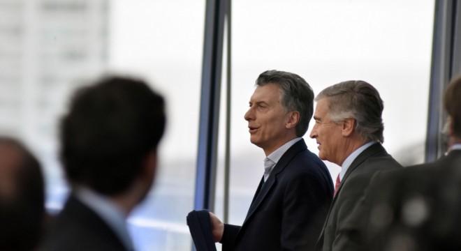 El presidente Macri y su ministro de Comunicaciones, Oscar Aguad.