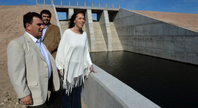 María Eugenia Vidal y los intendentes Hernán Bertellys, y Ezequiel Galli.