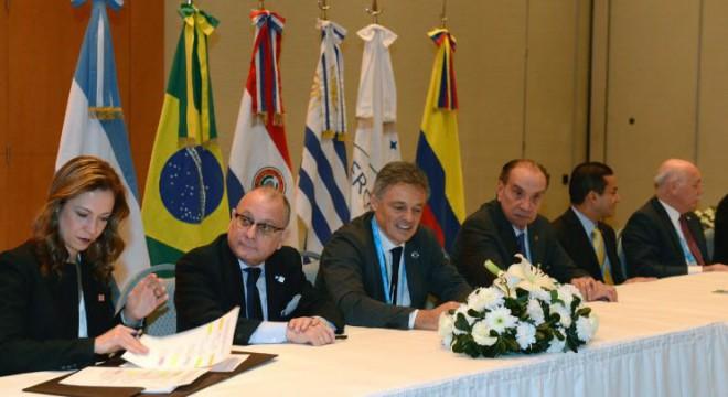 Cabrera y Faurie con la ministra de Industria, Comercio y Turismo de Colombia, Claudia Lacouture Pinedo.