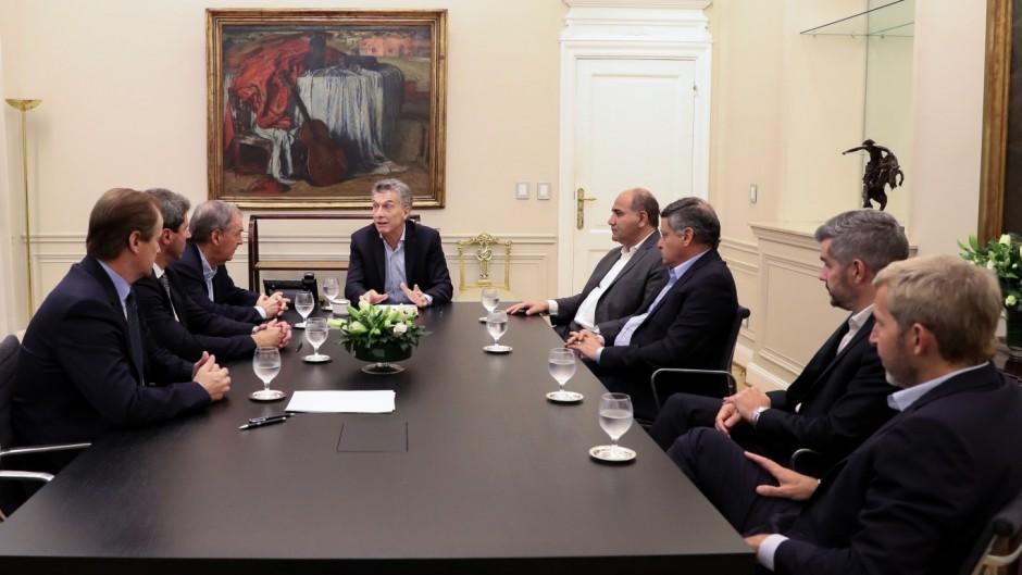 El Gobierno promete veinte gobernadores para la foto con Macri, pero todavía no tiene el Presupuesto