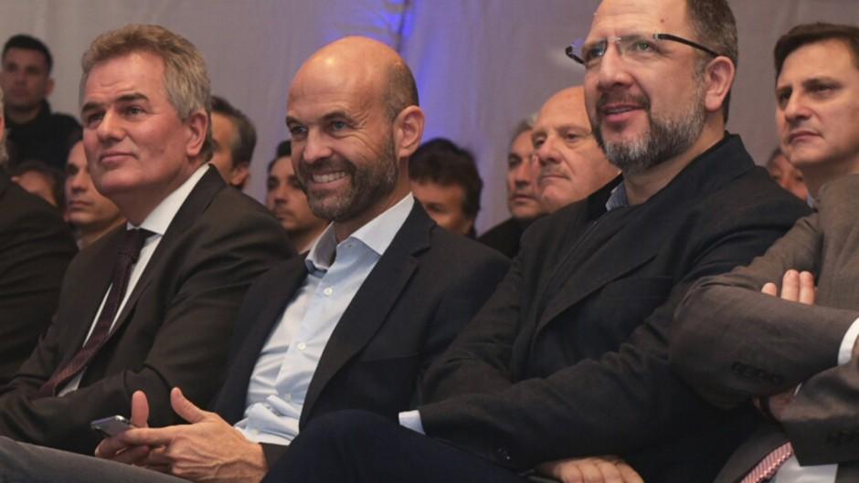 El intendente de Bahía Blanca, Héctor Gay; Guillermo Dietrich y Fabián Perechodnik en la presentación del proyecto