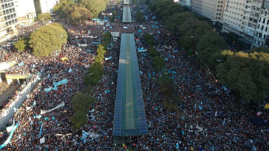 Una multitud convocada por evangelistas copó el Obelisco para rechazar la ley del aborto
