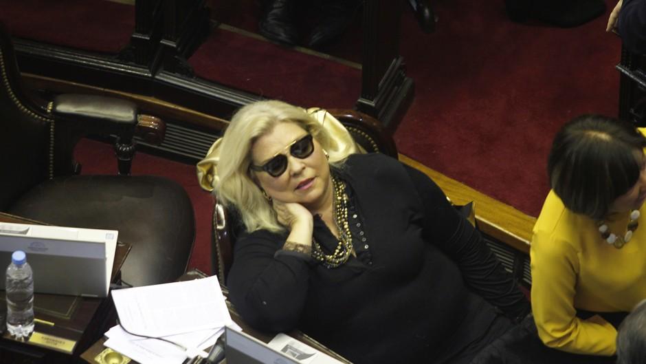 """Carrió va a denunciar a Lorenzetti en la OEA por hacerle """"un golpe de Estado"""" a Rosenkrantz"""