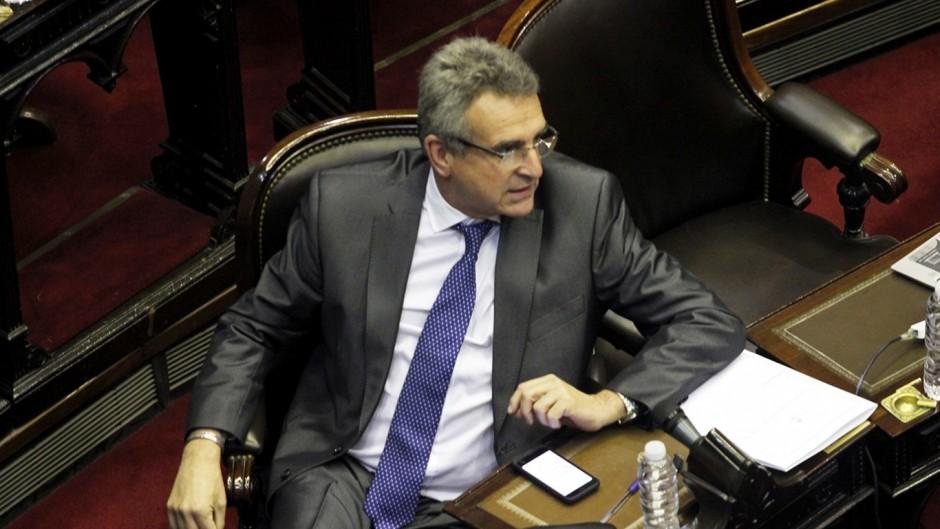 La oposición negocia una ley para suspender los nuevos aumentos de tarifas