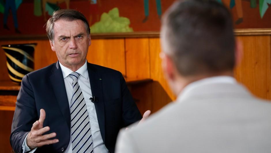 """Bolsonaro propone eliminar la justicia laboral por """"exceso de derechos"""""""