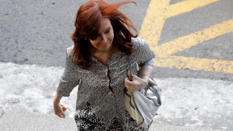 """Cristina contra Bonadio y Stornelli: """"recaudan en dólares coimeando a empresarios"""""""