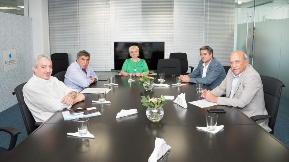 Pereyra (el primero desde la izquierda) en una reunión con Giúdici y otros directores del Enacom
