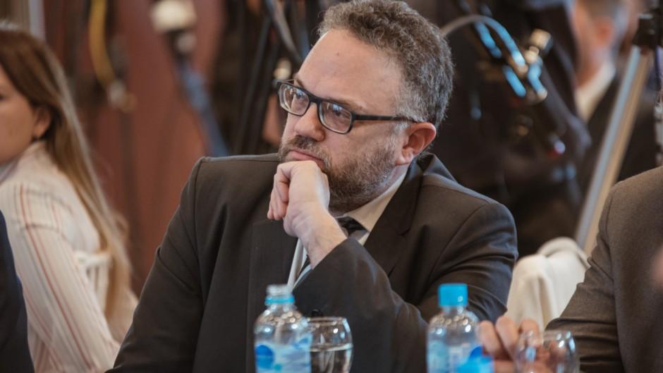 Tensión entre Kulfas y las provincias con biodiesel por el plan de buses eléctricos