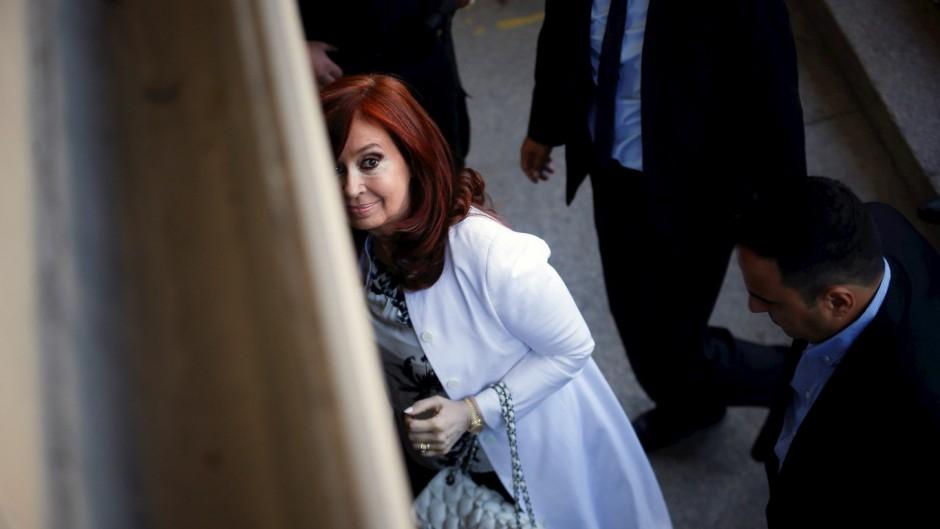 """Cristina contra Caputo: """"se quedó con las energéticas y nos saqueó a todos"""""""