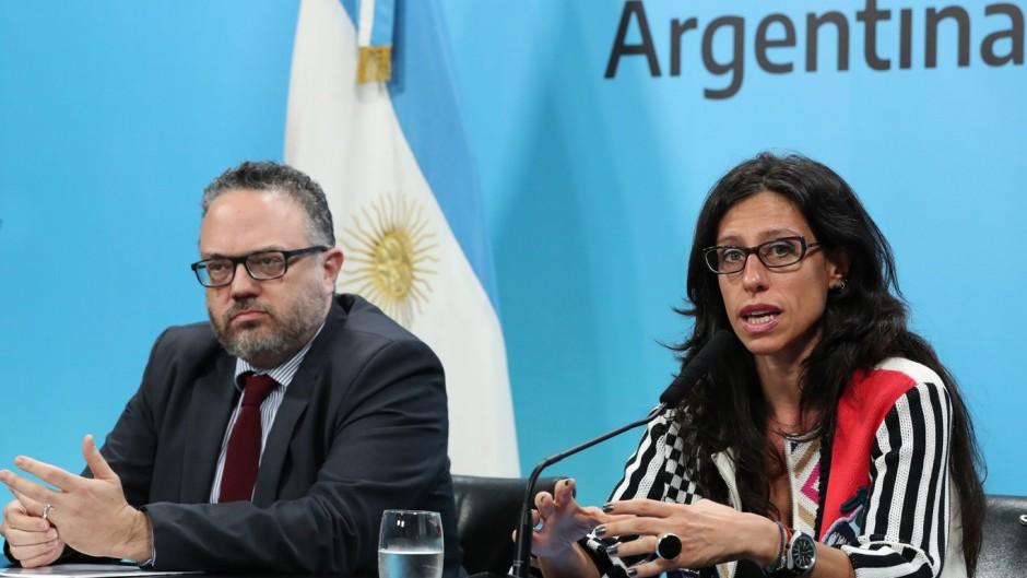 Paula Español quiere intervenir el mercado de trigo y choca con Basterra
