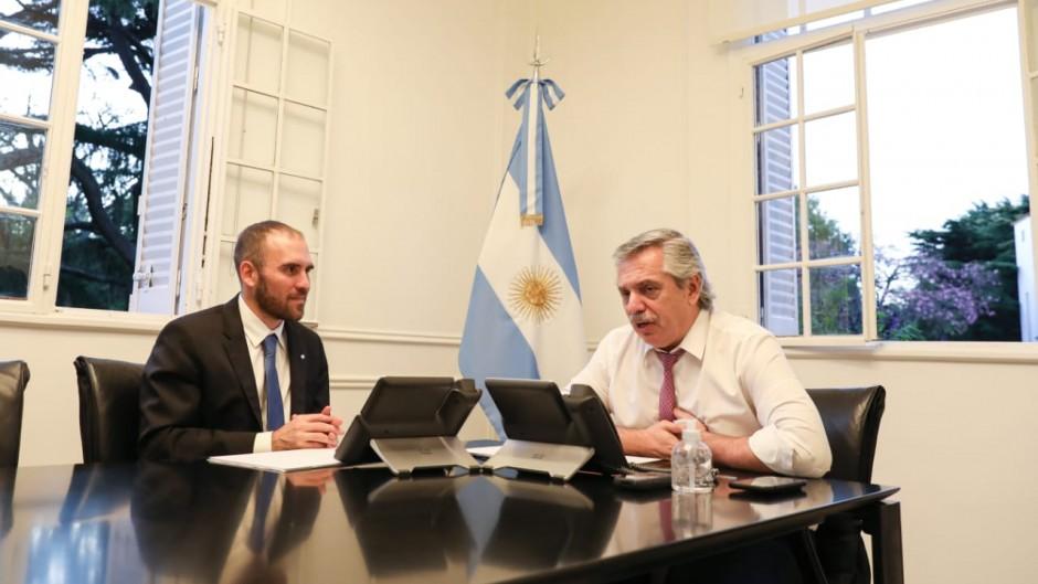 El Gobierno suspende los pagos de deuda en dólares bajo ley argentina hasta fin de año