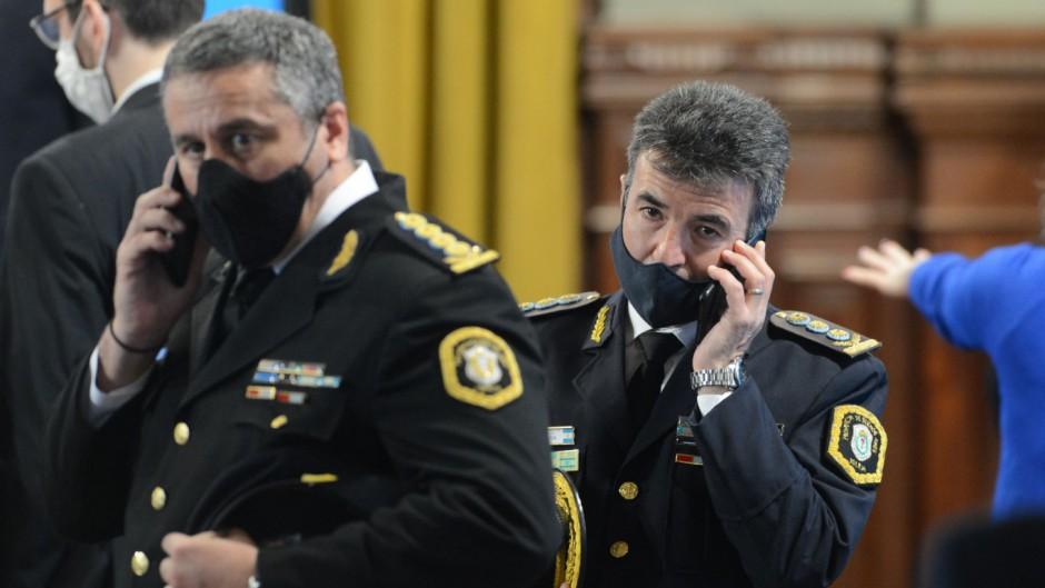 El jefe de la Policía Bonaerense, Daniel García, y subjefe, Jorge Figini, en el acto de Kicillof