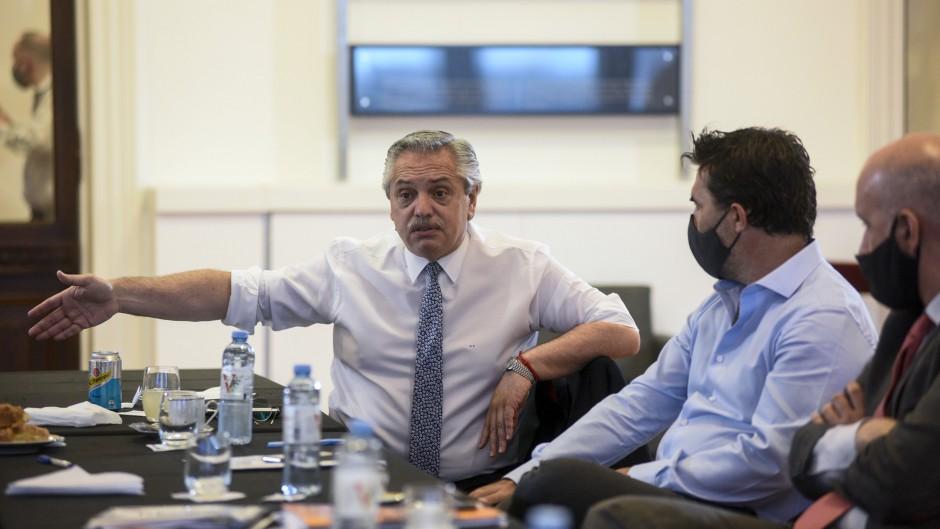Alberto no descartó usar a las fuerzas de seguridad para dispersar las reuniones sociales