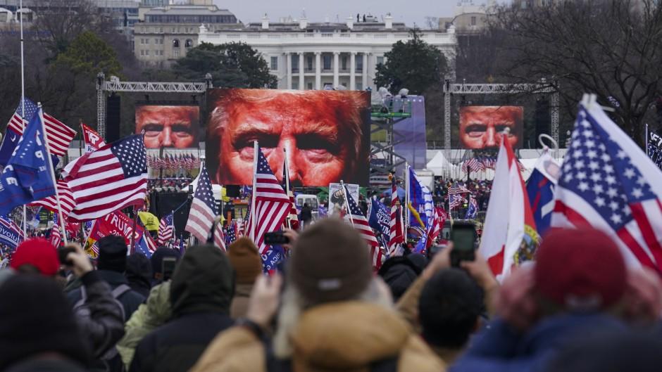 """Tras el caos en el Capitolio, Trump admite el fin de su mandato y promete una """"transición ordenada"""""""
