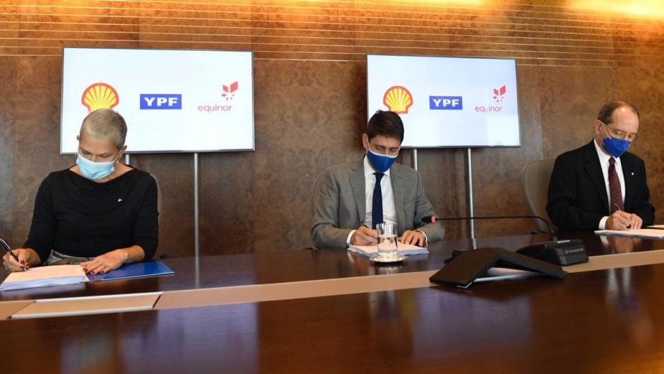 YPF selló un acuerdo con Shell para explorar un pozo de aguas profundas en el Mar Argentino