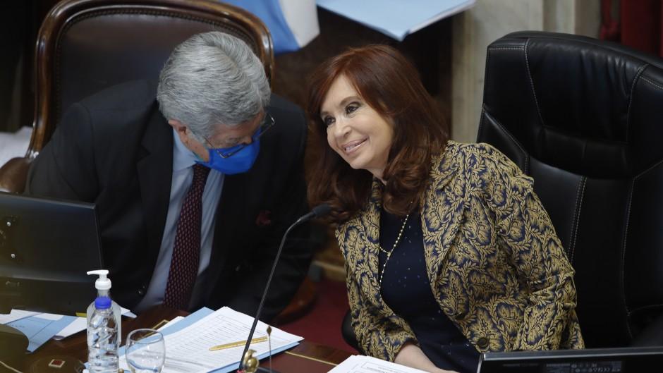 Cristina extendió hasta mayo las sesiones por zoom, pero con 20 senadores en el recinto