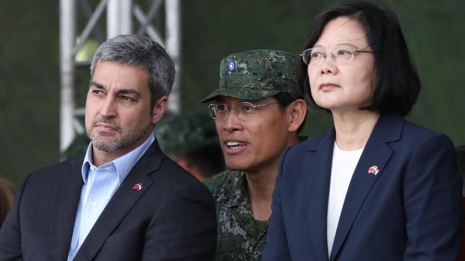Abdo Benítez junto a la presidenta de Taiwan, Tsai-In Weng