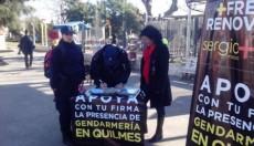 Policías bonaerenses firman planillas del Frente Renovador pidiendo por Gendarmería